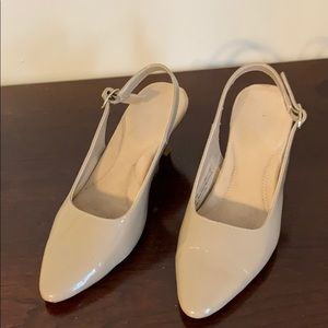 Aerosoles size 5.5 medium width 2 inch tan shoe